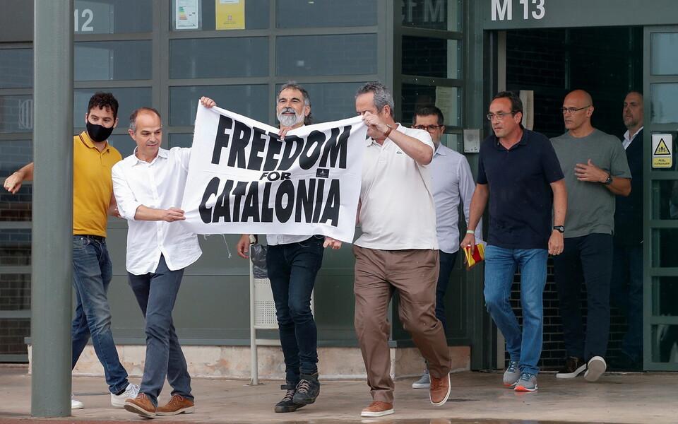 Помилованные каталонские политики вышли из тюрьмы.