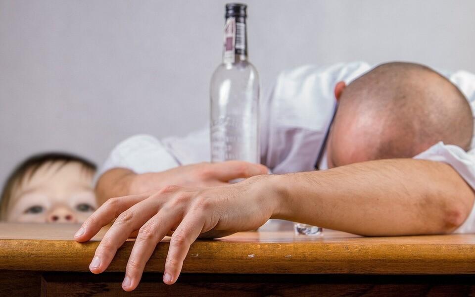 Из-за употребления алкоголя люди сами создавали себе в праздники опасные ситуации. Иллюстративная фотография.