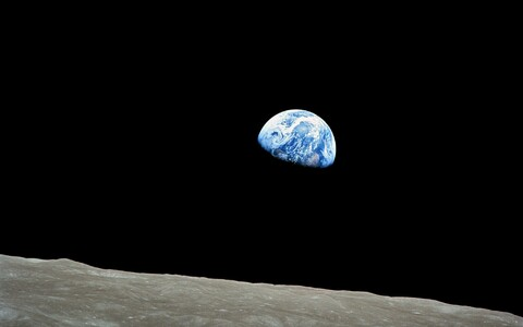 Maa Kuult nähtuna.