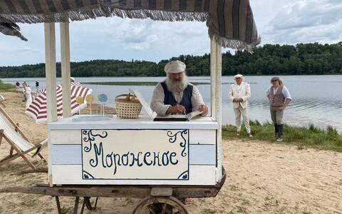 """Viljandi järve ääres filmiti esmaspäeval uue komöödiafilmi """"Kuulsuse narrid"""" avakaadreid, ühtlasi oli see filmi viimane võttepäev."""