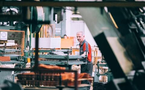 Tihtipeale nõuavad tööd füüsilist kohaloleku, mistõttu on seal tööpäeva lühendamine keerukam.