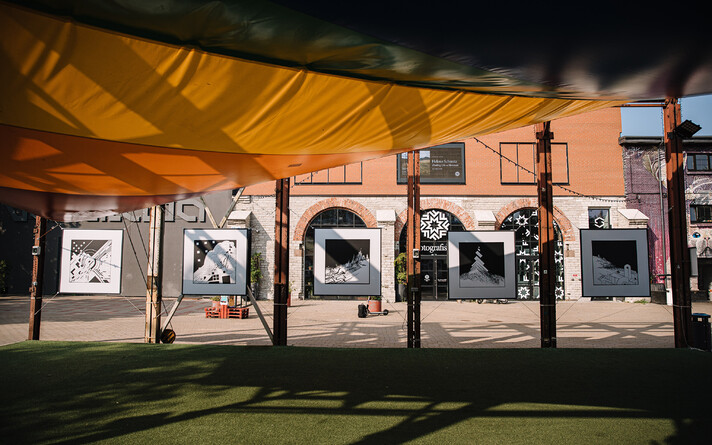 В уличной галерее Теллискиви открылась выставка Леонарда Лапина.