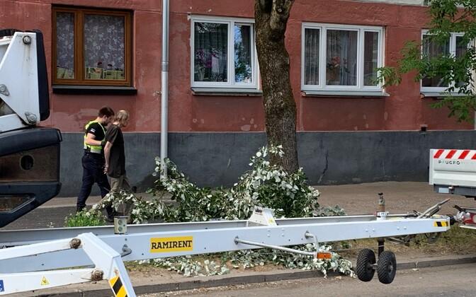 Полиция задержала в Нарве пьяного мужчину, угрожавшего рабочим.
