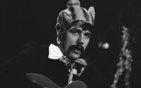 Ansambli Apelsin muusik Tõnu Aare Eesti Televisiooni vana-aastaõhtu programmis. 1976