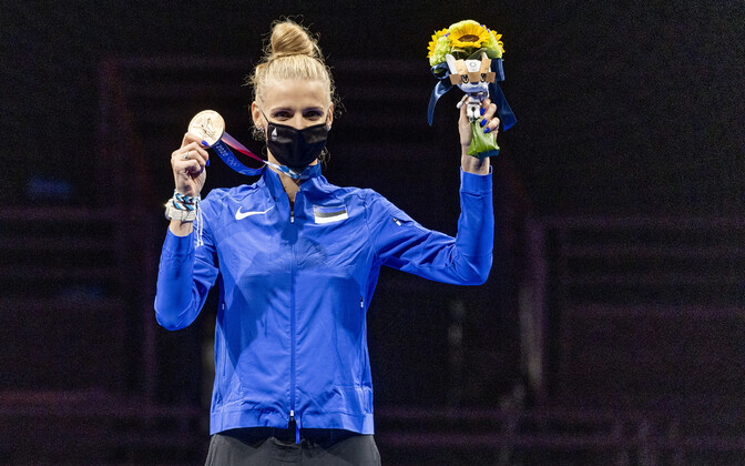 Katrina Lehis at the Tokyo Olympics women's individual epee medals ceremony