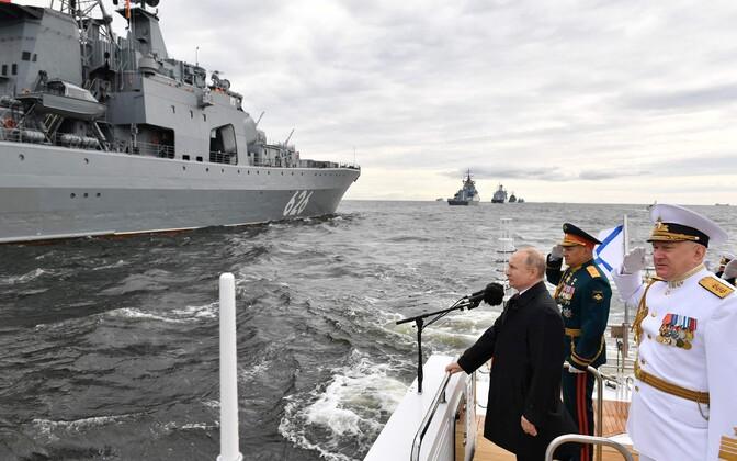Venemaa mereväeparaad Peterburis.