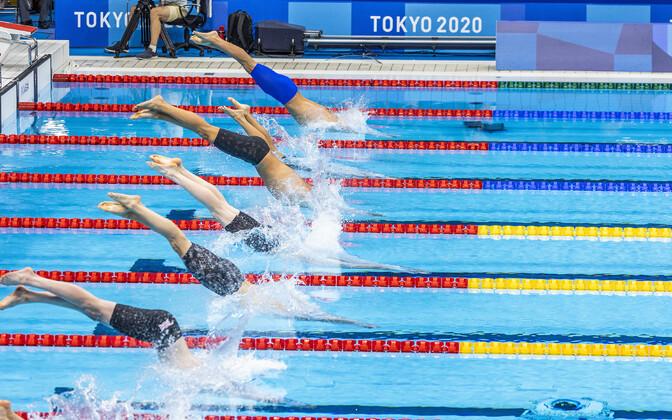Крегор Цирк перед стартом полуфинального заплыва.