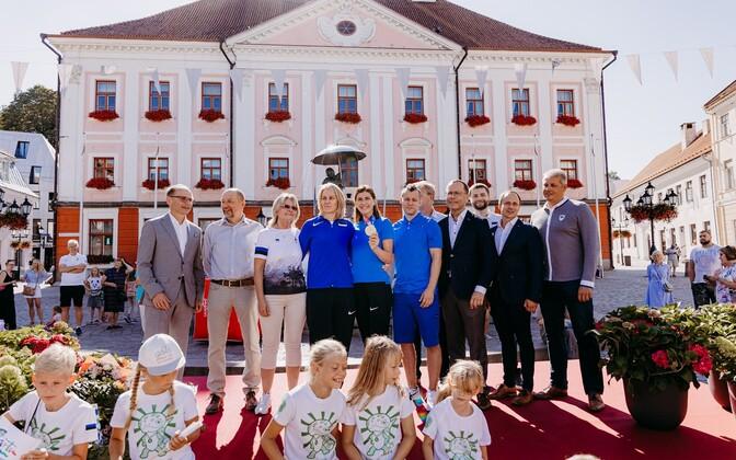 Tartu held a ceremony for Olympic gold medal winner fencer Julia Beljajeva, her coach Natalja Kotova and physiotherapist Tauno Koovit.