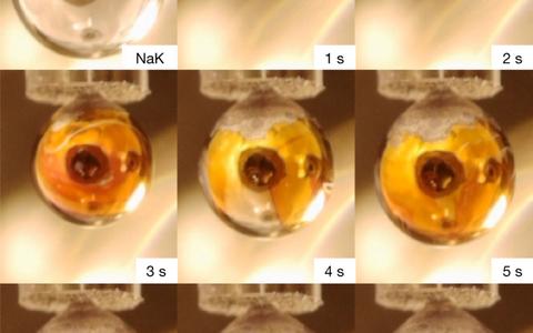 Vesi kondenseerus tilkade pinnale ja moodustas seal 1/10 mikromeetri paksuse kihi.