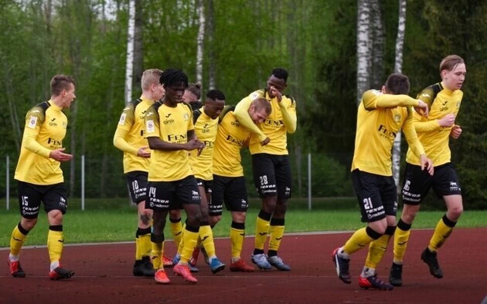 Viljandi Tuleviku mängijad tähistamas väravat
