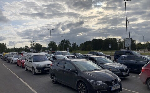 Cars queuing at Heltermaa Port.