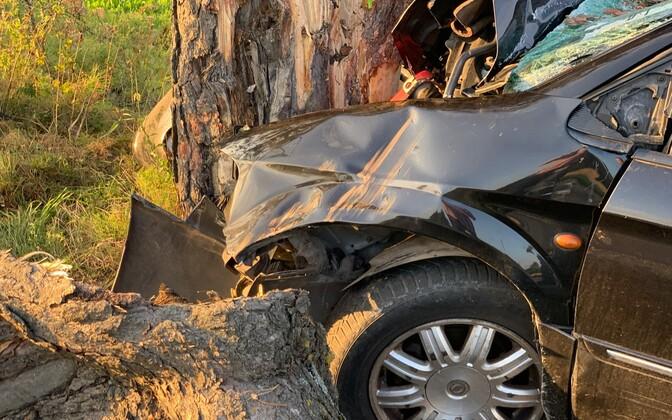 В ДТП в Нарва-Йыэсуу погиб водитель.