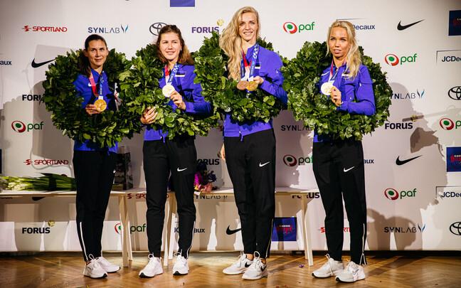 Завоевавшие олимпийское золото эстонские шпажистки Ирина Эмбрих, Юлия Беляева, Катрина Лехис и Эрика Кирпу.