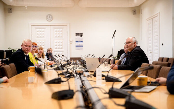 ERM Director Alar Karis meets with the Reform Party's Riigikogu faction to discuss the presidential election.