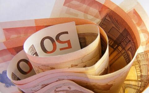 Money (photo is illustrative).