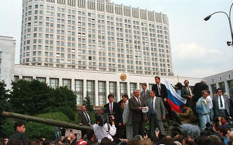 Venemaa föderatsiooni esimene president Boriss Jeltsin 1991. aasta 19. augustil tankil kõnet pidamas.