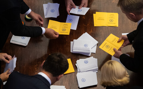 Ballots being counted at the first round of the 2021 presidential election.