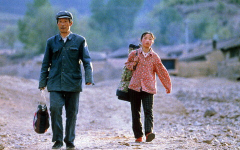 """Keegi ei lähe kaduma"" (""Not One Less"", Hiina 1999)."