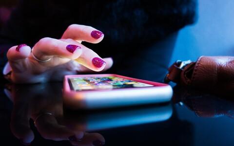 Vestluse ajal nutitelefoni näppimine muutub üha tavalisemaks.