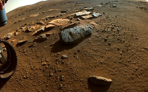 Vasakpoolne puurauk kivis on Montagnac ja parempoolne Montdenier. Kivi ise kannab hüüdnime Rochette.
