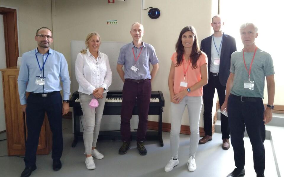 ISHPES-i liikmed, vasakul Pierre-Olaf Schut, keskel Daimar Lell, paremalt teine Johannes Vedru