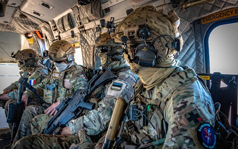 Французские и эстонские военные в Мали.