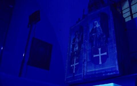 Püha Vaimu kiriku altar ultraviolettvalguses.