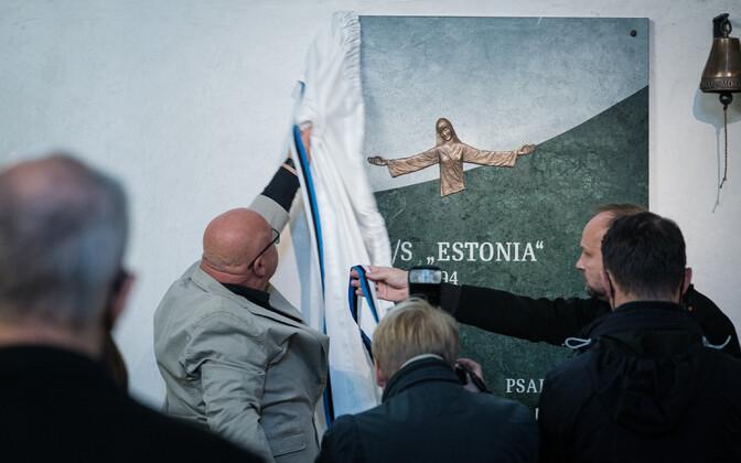 В Домском соборе открыли мемориальную доску в память жертв катастрофы парома