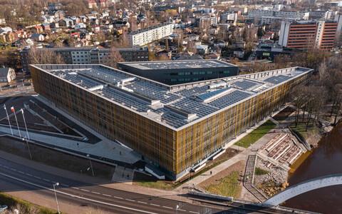 Valmis maja arhitektuuris loevad detailid ja suhe ümbritseva ruumiga – kui hoone, nagu Tartu Ülikooli Delta keskus (Arhitekt 11 ja Väli maastikuarhitektid), sellesse panustab ja midagi juurde annab, siis ei ole nii oluline, et seinad ja katus moodustavad