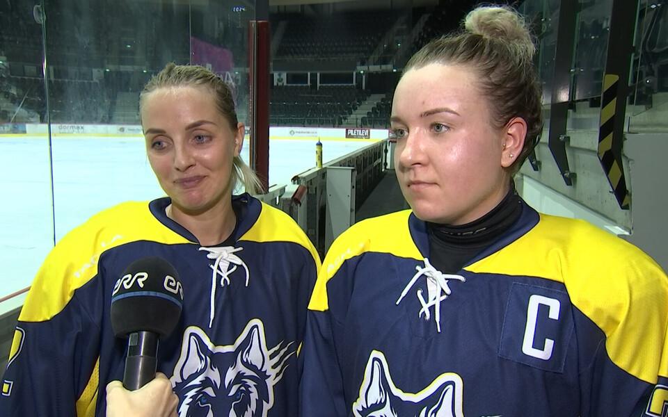 HC Wolferines'i mängijad Kairiin Jõemets (vasakul) ja Veronika Tiganik (paremal)