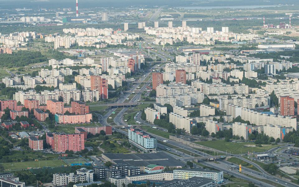 Eesti ja vene keele kõnelejad paiknevad Tallinnas päevasel ajal ühtlasemalt ning eraldatus on suurem õhtusel ja öisel ajal.