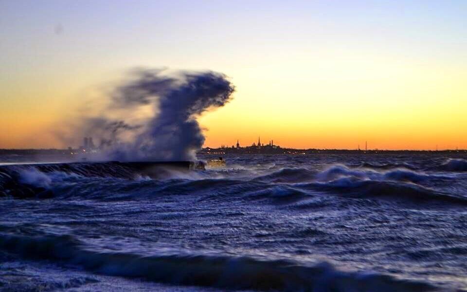 Порывы ветра могут достигать 25 метров в секунду.