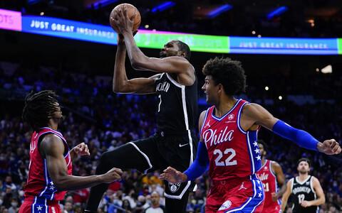 Kevin Durant (palliga) mängus Philadelphia 76ersi vastu