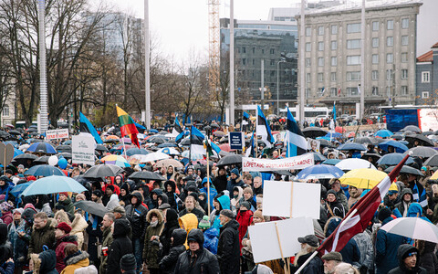 Anti-vaccination protesters gathered on Freedom Square in Tallinn on October 23, 2021.