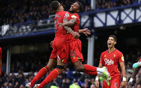 Watfordi mängijad väravat tähistamas