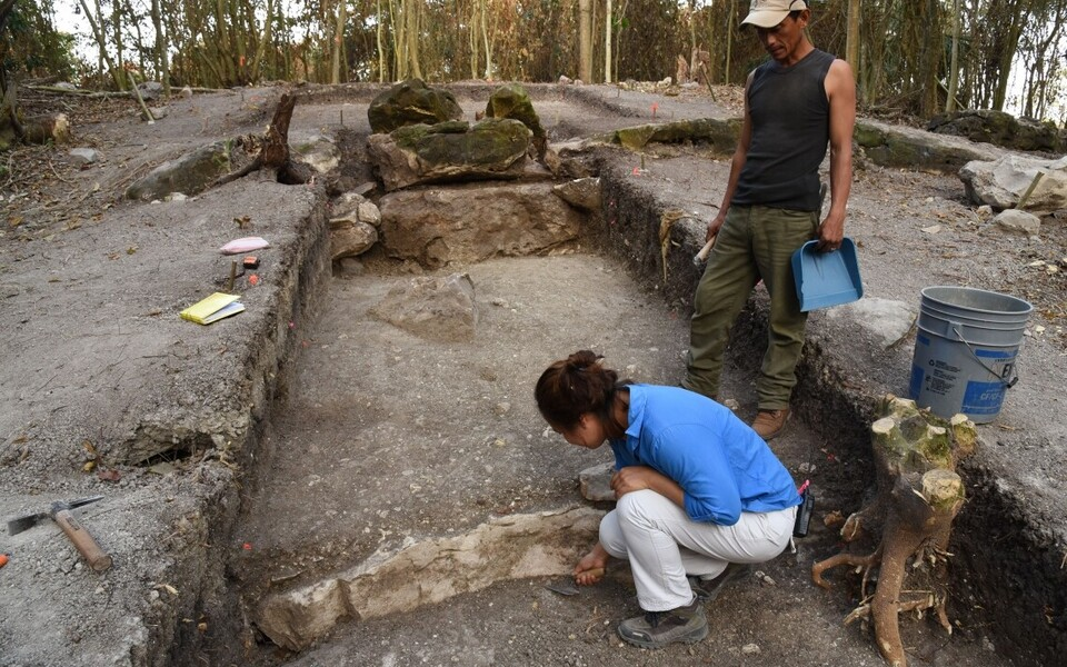 Väljakaevamised Aguada Fenixi leiukoha keskosas. Tegu on teadaolevalt suurima ja vanima maiade monumendiga.
