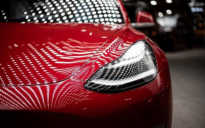 Värske analüüsi järgi on Tesla linnamaasturi mudeli hoolduste ja kütusekuludega täistsükli omamise hind odavam Toyota Corolla pidamisest.