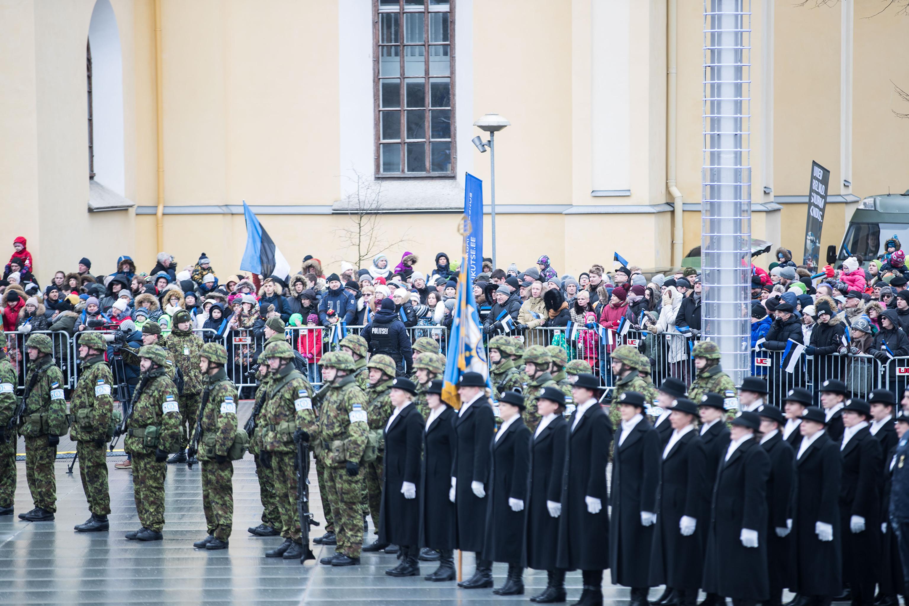 опыт оперативного ввс латвии на параде фото автомобили